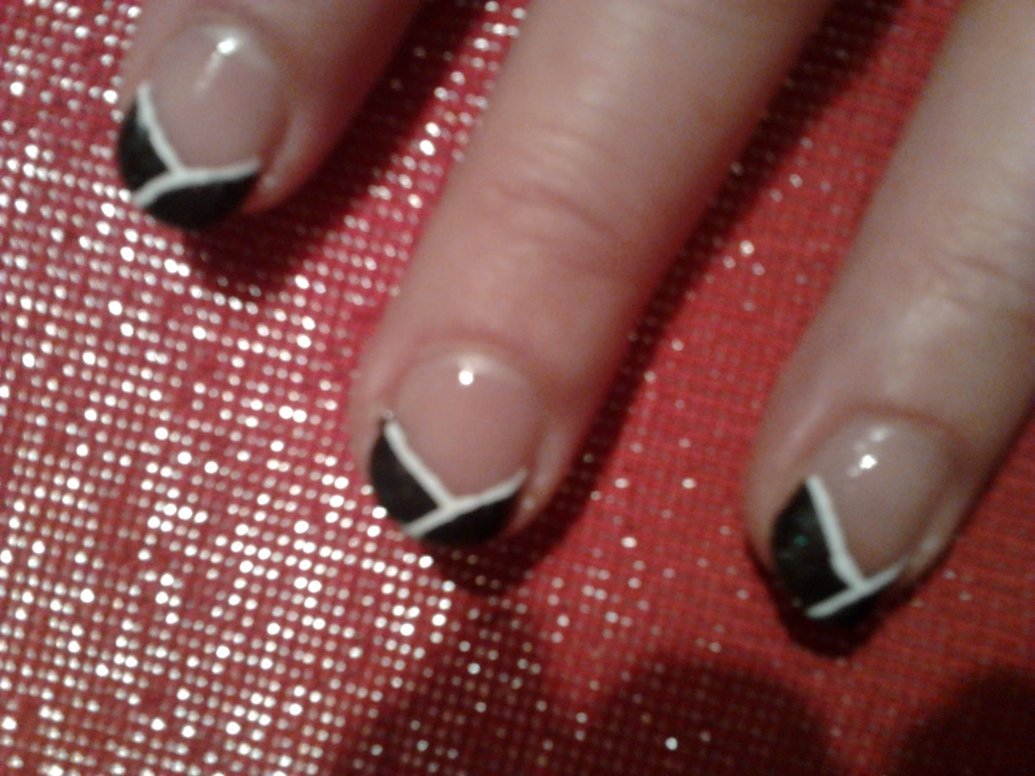 Nail Art French en v Noire
