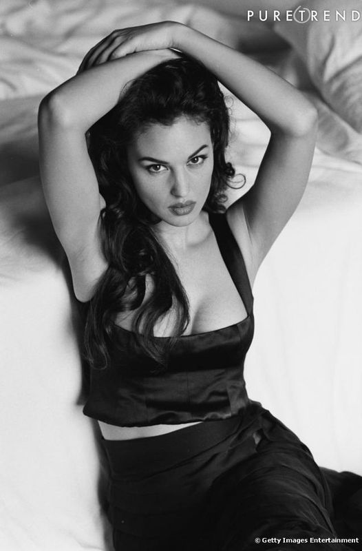 381663-1996-la-monica-bellucci-aux-long-637x0-2