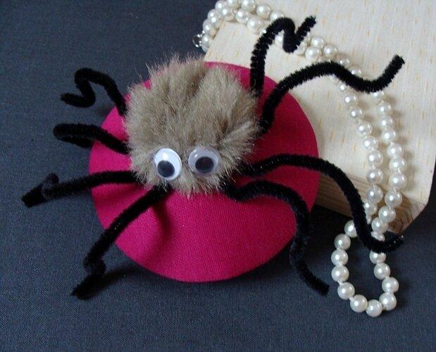 magenta z pająkiem