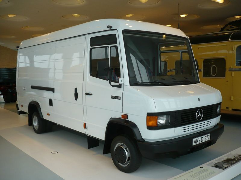 mercedes benz sprinter 313 cdi ambulance croix rouge 2001 vroom vroom. Black Bedroom Furniture Sets. Home Design Ideas