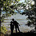 Regard à deux sur le lac