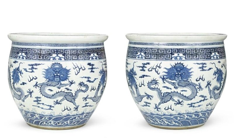 A large pair of blue and white 'Dragon' jardinières, Qing dynasty, 19th century