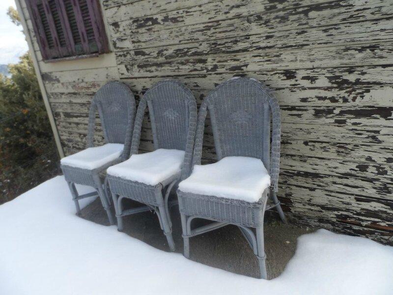 trois-chaises-1024x768