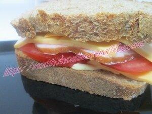 Sandwich au rôti de porc froid, tomates et cheddar14