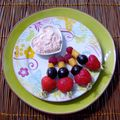 Brochettes fruitees au fromage blanc rose