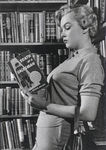 ph_Marilyn_Monroe_Reads_Death_of_a_Salesman_by_Arthur_Miller