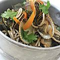 Soupe aux coque et aux nouilles soba
