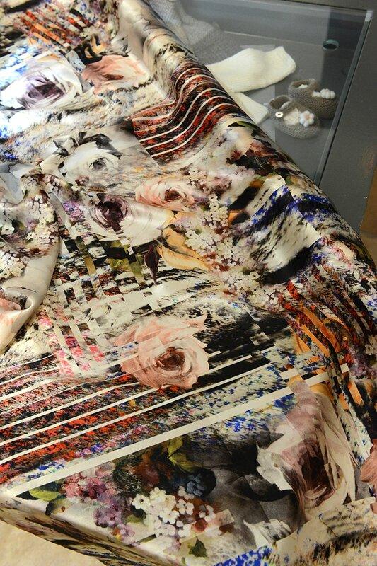 Nouveaux tissus en boutique des velours fleuris aux - Les couleurs de tissus ...