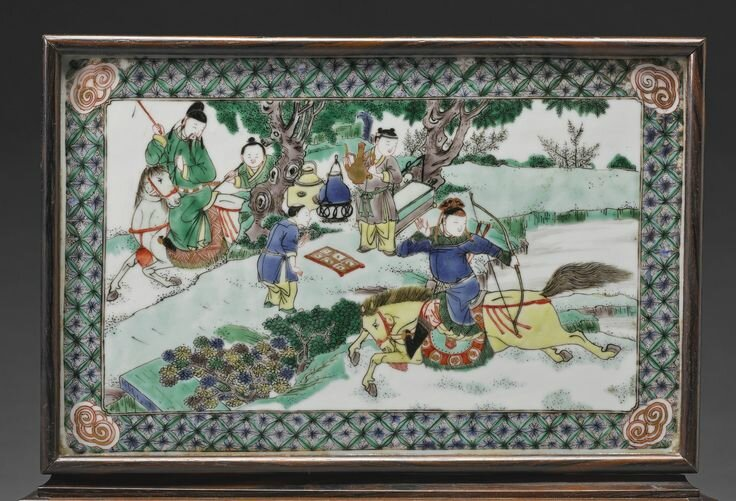 A 'Famille-Verte' plaque mounted as a table screen, Qing dynasty, Kangxi period