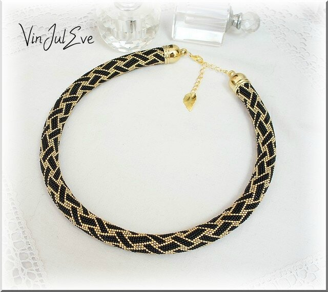 collier spirale crochet noir or1