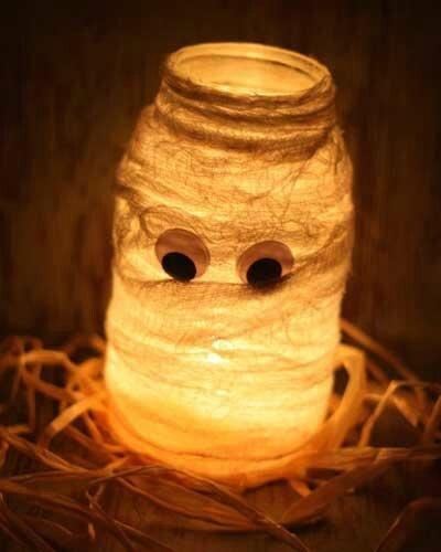 2012-08-30_allan_diy-halloween-decorations-halloween-mason-jar-luminaries-mummy-luminary
