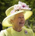 Chapeau jaune avec fleurs roses 400