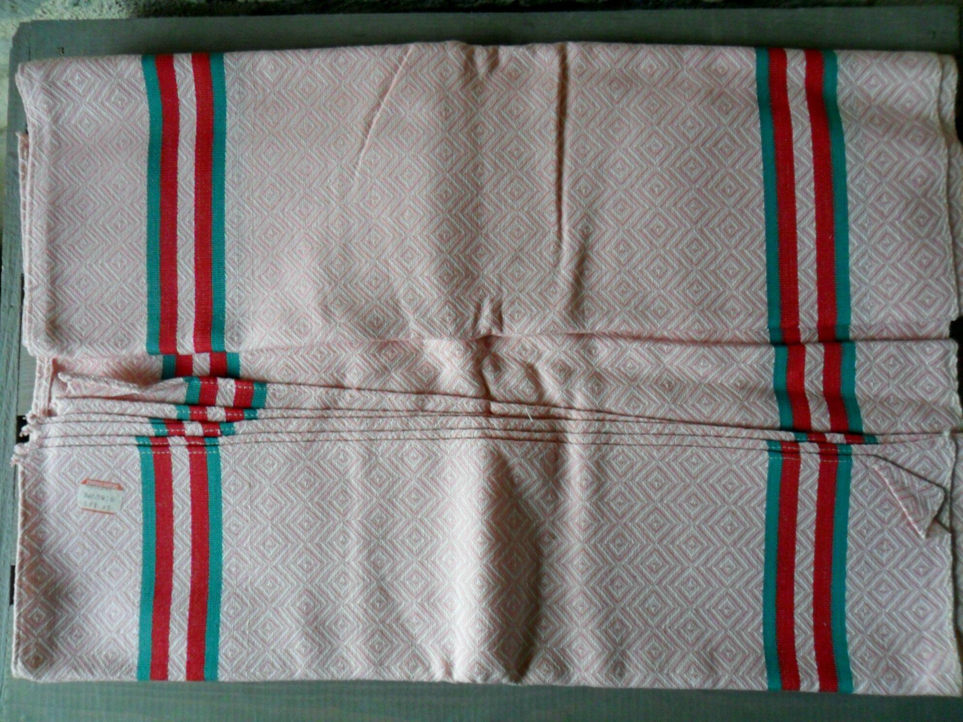 torchons basques anciens, toile métis à chevrons rose et blanche, liteaux rouges et verts, 2€ l'unité + port, contacter l'auteur pour commander