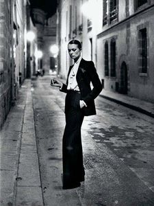 Helmut-Newton--YSL--French-Vogue--Rue-Aubriot--Paris-1975--