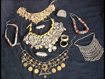109263546-argent-metal-precieux-chaine-or-metal-precieux-yemen