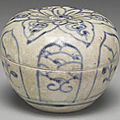 Vietnamese small jar with flower décor in underglaze blue. late 15th-early 16th centuries