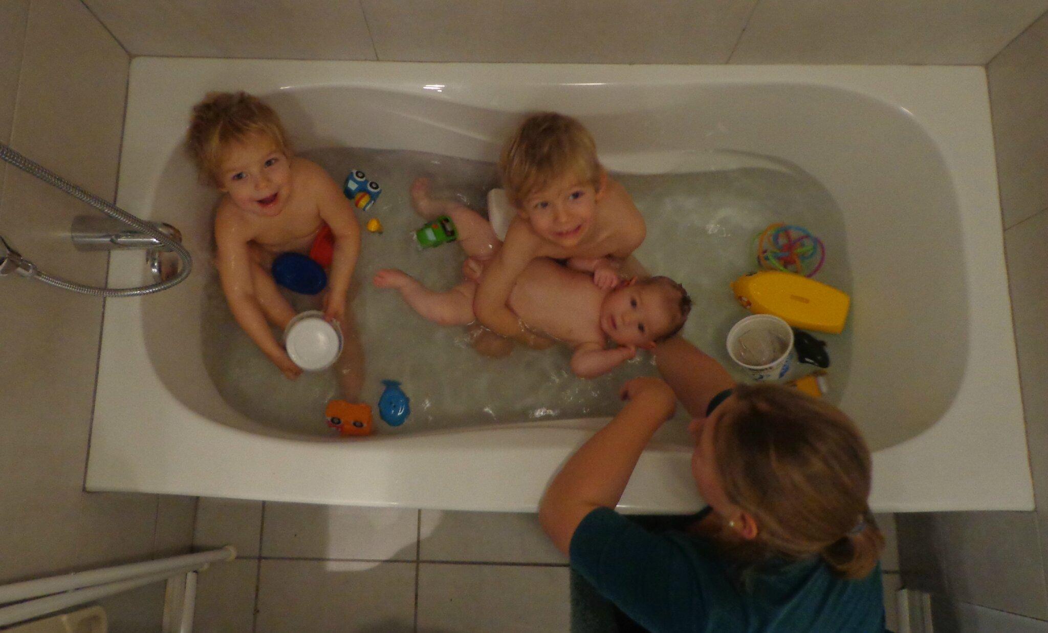 Seins dans le bain