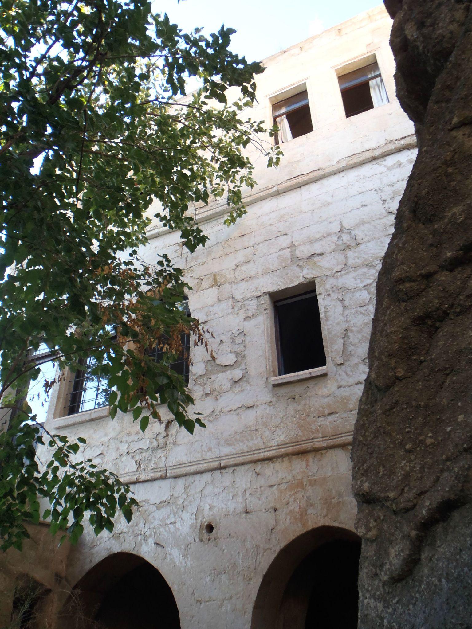 turquie : ortehisar facade arriere maison hotes