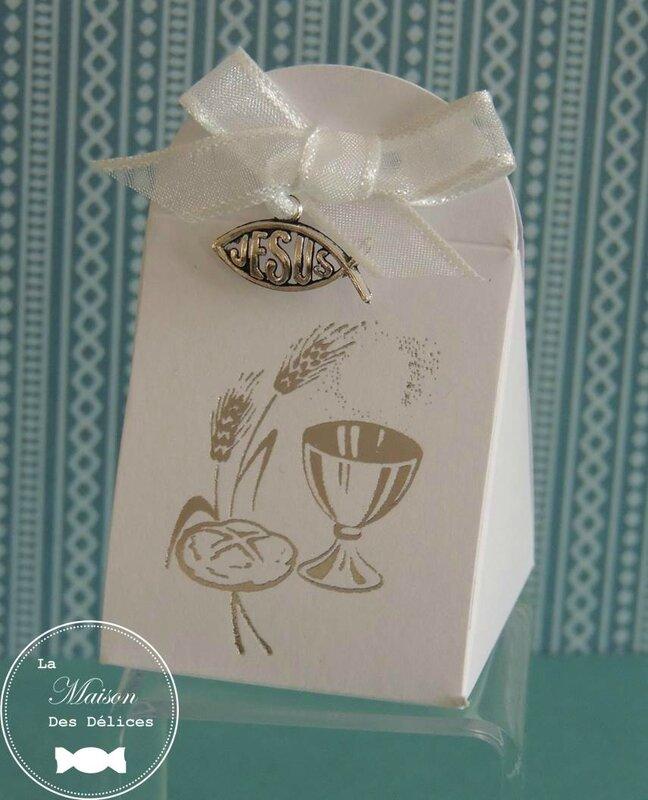 boîte dragées communion profession foi confirmation poisson chrétien ruban organza blanc breloque médaillon pendentif catholique