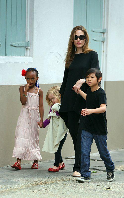 Angelina Jolie habille sa fille en Gérard Darel