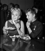 mmdress-kim_novak_et_debbie_reynolds_par_frank_worth
