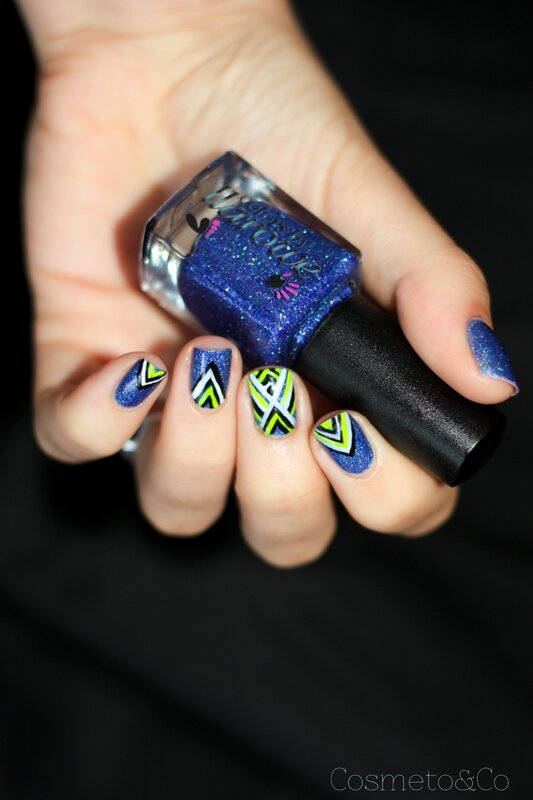 nail art colo by llarowe independance day graphique fluo triangle aztec-3