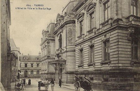 6807___L_Hotel_de_ville_et_la_rue_LeSage