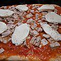 Pizza aux légumes de saison et du jardin.