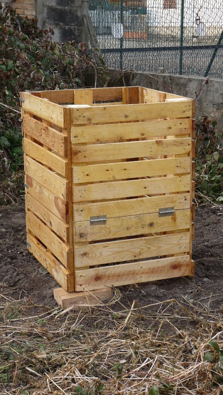 fabrication du compost en bois de palette photo de. Black Bedroom Furniture Sets. Home Design Ideas