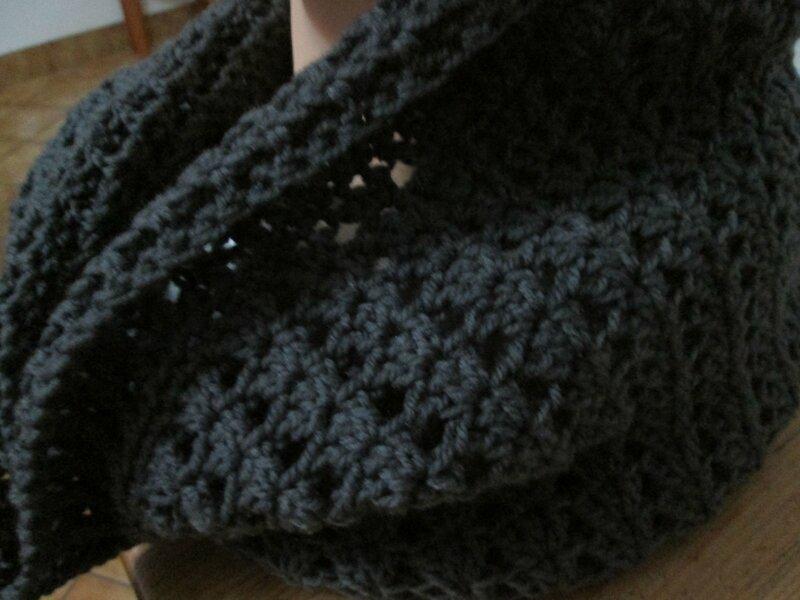 Col - capuche crochet gris (1)