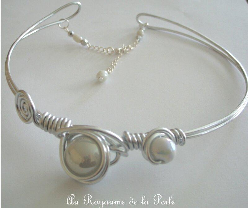 Collier blanc aluminium