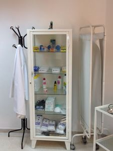 Armoire_pharmacie
