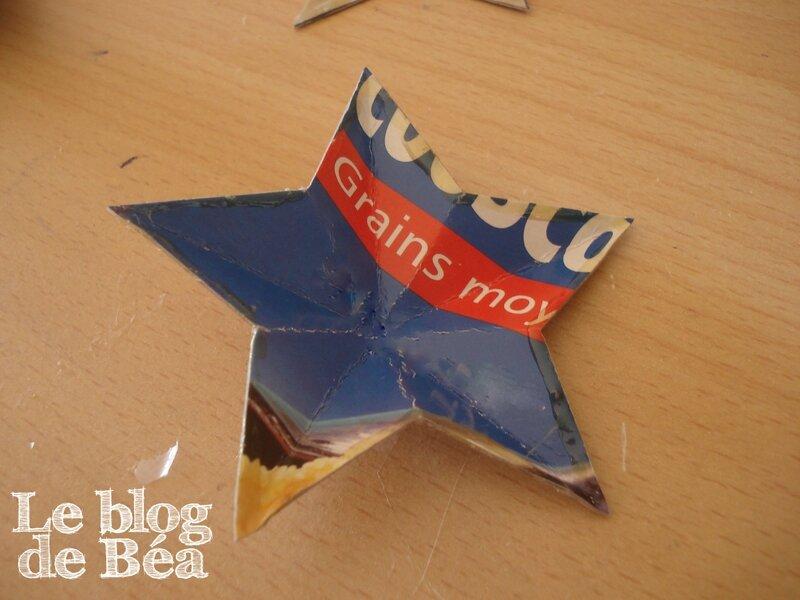 DIY étoile 3D en carton d'emballage récupéré
