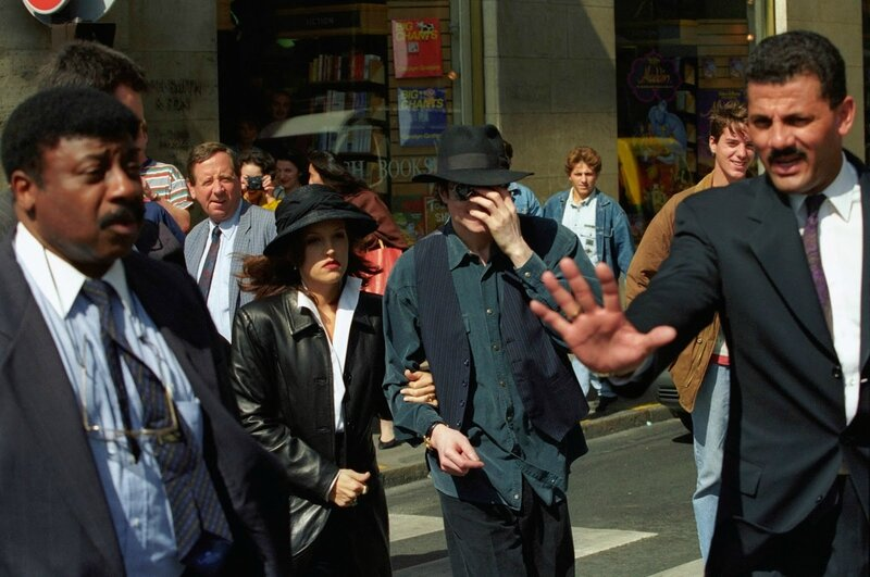Michael Jackson Lisa Marie 1994 September 5 Shopping In Paris France