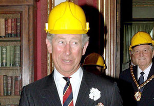 prince_charles_et_son_casque_de_chantier_reference