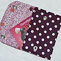 79. pochette à cartes en toile enduite violette à pois - intérie