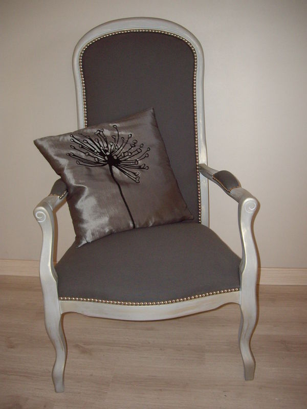 restauration fauteuil voltaire et son repose pied le bric brac de pamou. Black Bedroom Furniture Sets. Home Design Ideas