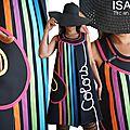 Une robe arc en ciel & colors : robe trapèze chasuble graphique noire & multicolore rainbow graphique rayure d'allure sixties