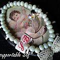 broche image retro angelo et perle vert érissé 2