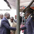 UN PRESIDENT APPRECIE DES OFFICIERS