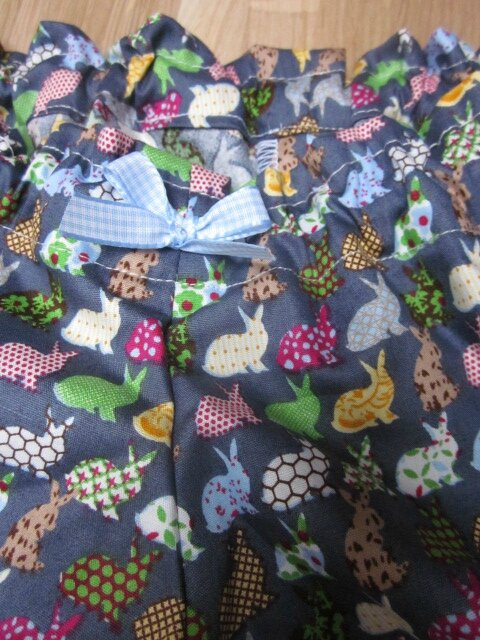 Culotte BIANCA en coton gris imprimé lapins multicolores - Noeud vichy ciel (3)