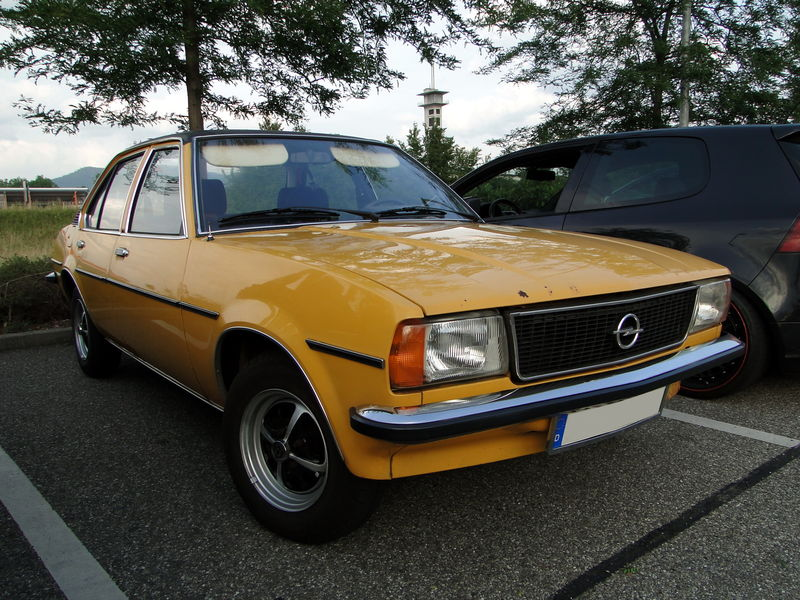 opel ascona b 1 6 berline 4 portes 1975 1981 oldiesfan67 mon blog auto. Black Bedroom Furniture Sets. Home Design Ideas