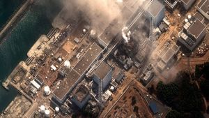 img_606X341_Handout_satellite_image_of_Fukushima_Daiichi_nuclear_plant_at_Minamisoma_after_earthquake_and_tsunami