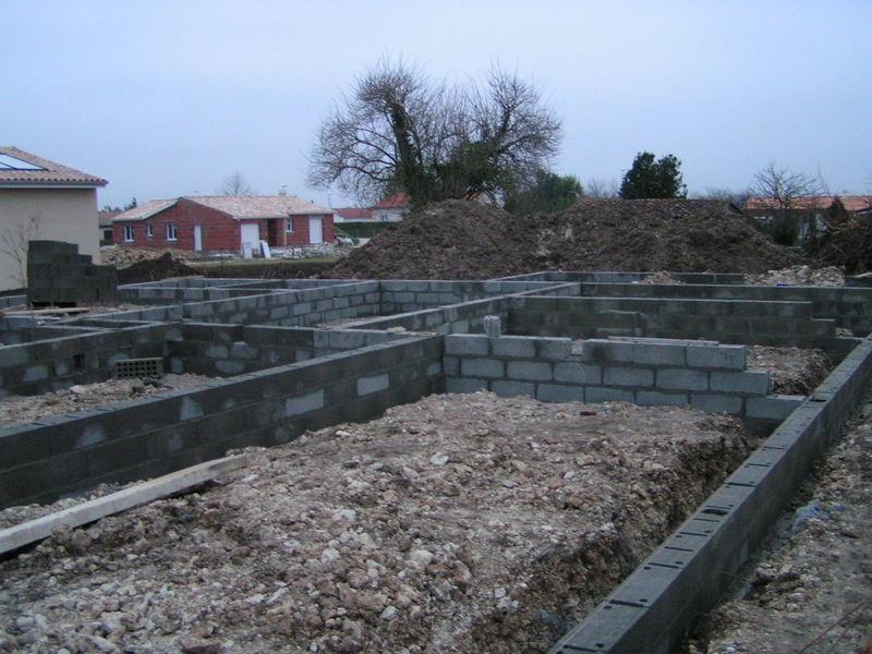 Fin des murs de fondation ma maison en bois de a z - Cabane jardin fondation metz ...