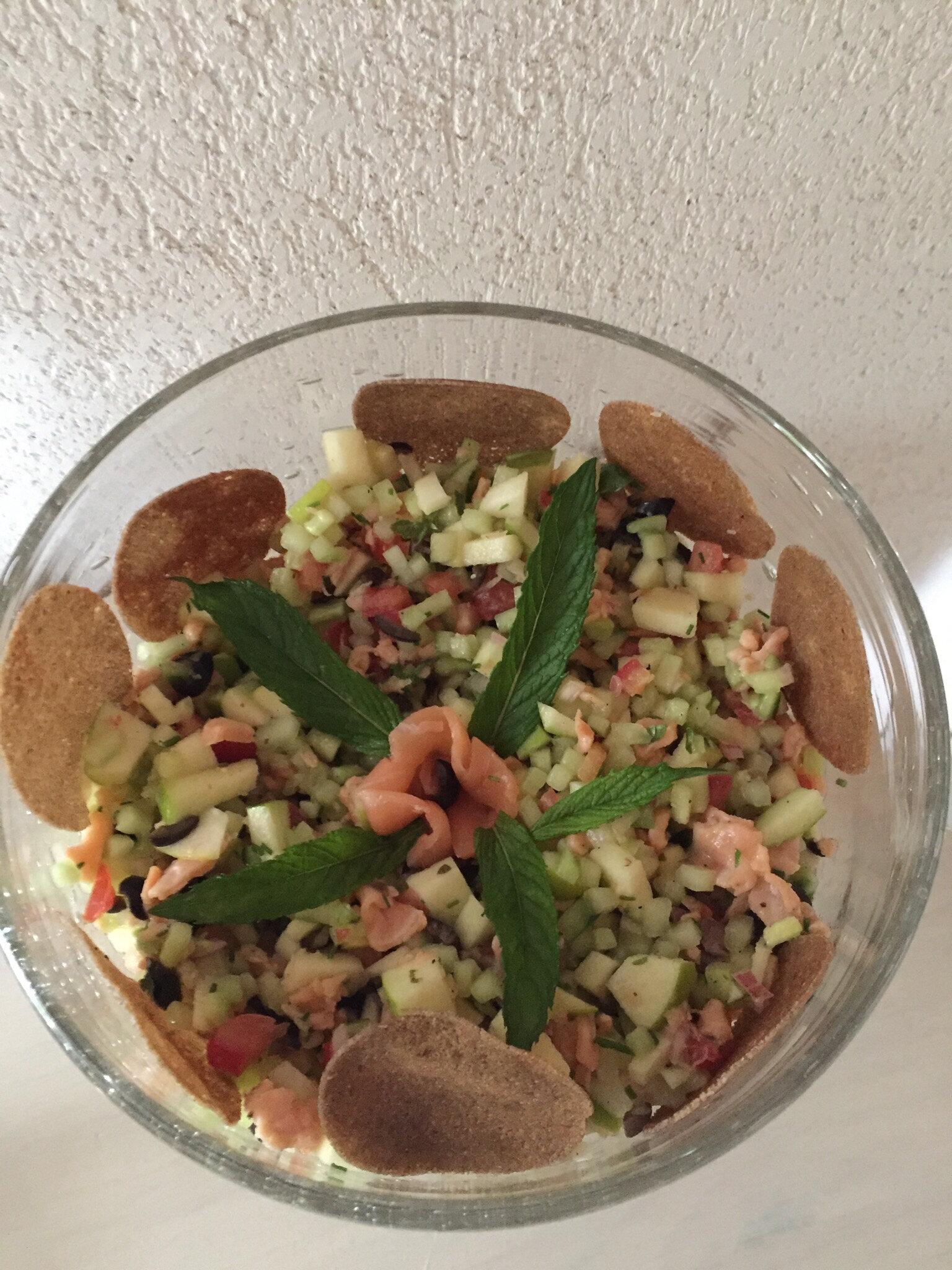 Salade au saumon , concombre , pomme granny et sa vinaigrette à l'orange