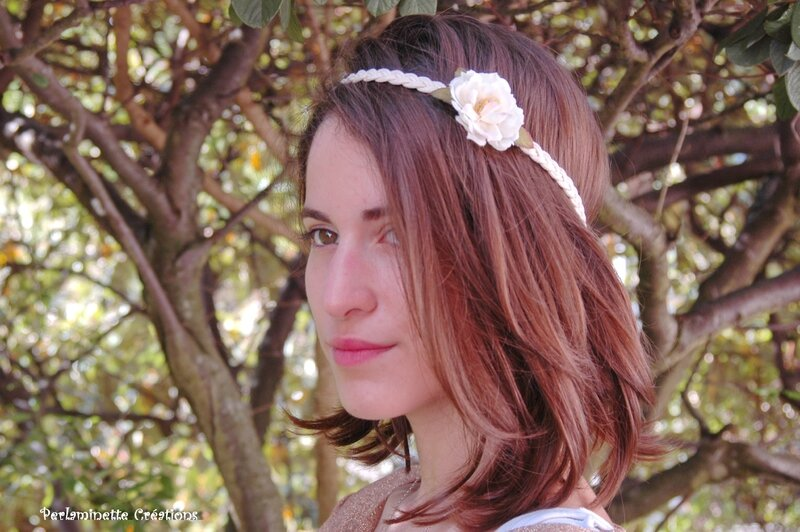 Headband mariage serre tête ivoire avec une rose aubépine pour un style simple bohème chic