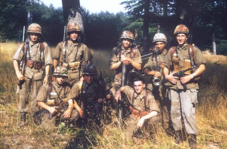 Les anciens 08 Mon groupe de combat vers Xertigny. André Villeaume, René Hébert, François Lagadec, Jacques Delamare, Gérard Brackenier, Gérard Villaume, Patrick Tissandié, Jean-Pierre Gouince.