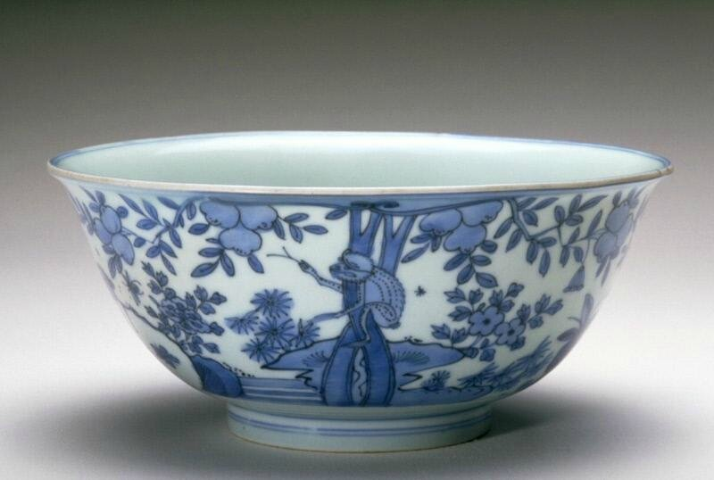 Bowl with a bird, a deer, a wasp, and a monkey, Ming dynasty (1368-1644), Reign of the Wanli emperor (1573-1620)
