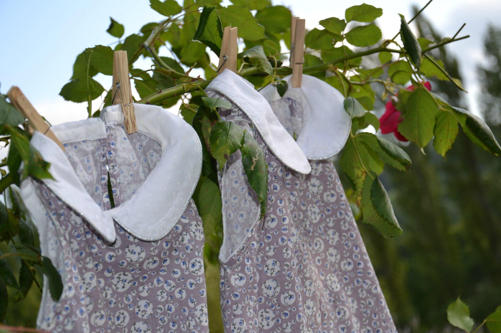 plumetis argent et semis de fleurs le trousseau de. Black Bedroom Furniture Sets. Home Design Ideas