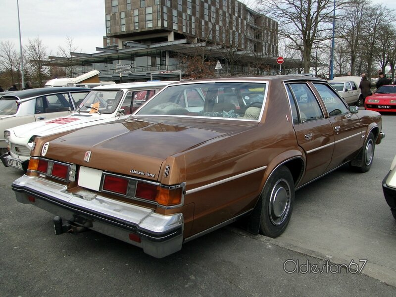 oldsmobile-delta-88-royale-sedan-1979-b